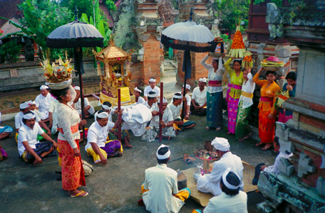 Court blessing, Bali