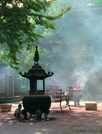 Burning incense, Chengdu